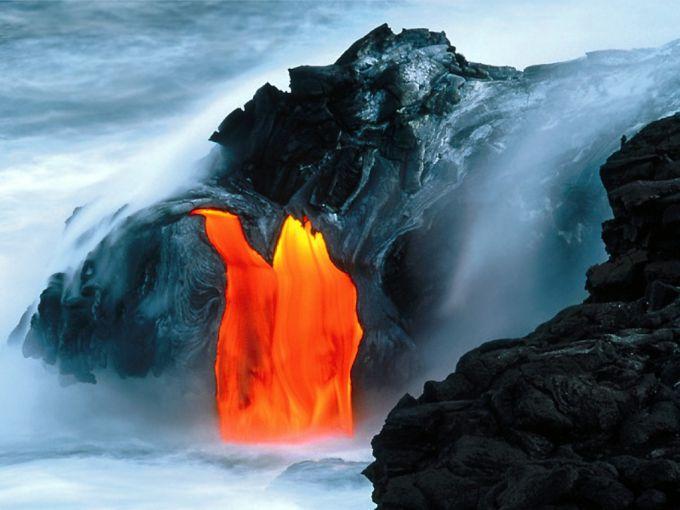 Вражаючий фонтан лави на Гаваях (ВІДЕО)