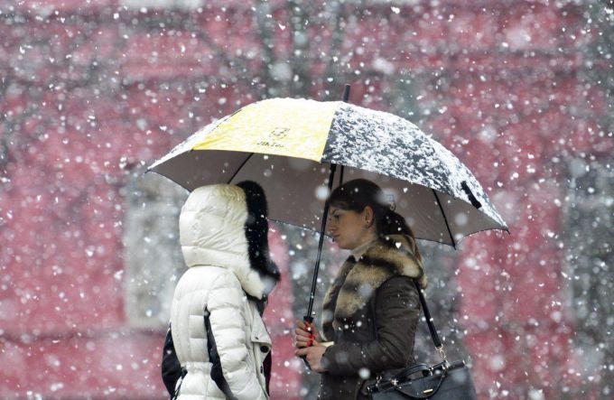 На Закарпатті через снігопади обмежили рух транспорту