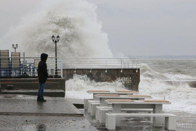 Високі хвилі очікуються завтра на Чорному морі