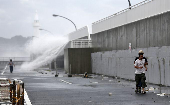 У Японії тайфун заблокував в поїзді 1600 пасажирів