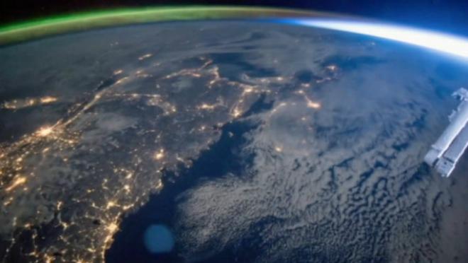 Фантастика. Поєднання північного сяйва і сходу сонця (ВІДЕО)