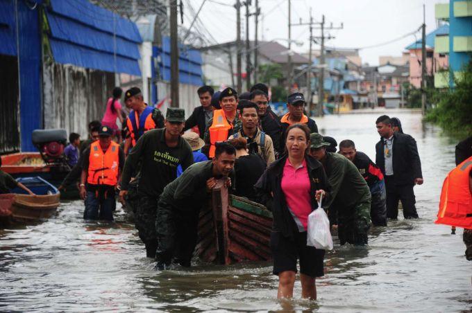Безперервні дощі заливають Таїланд та Малайзію (ВІДЕО)