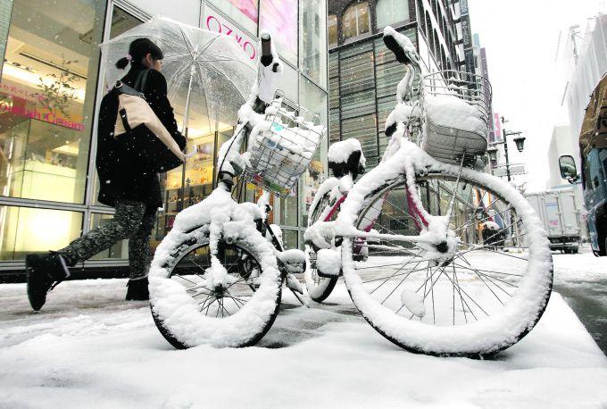У Японії всього за 3 години випало 65 сантиметрів снігу (ФОТО)