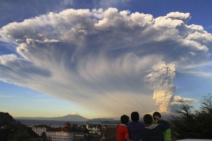 У Чилі прокинувся один з небезпечних вулканів (ВІДЕО)