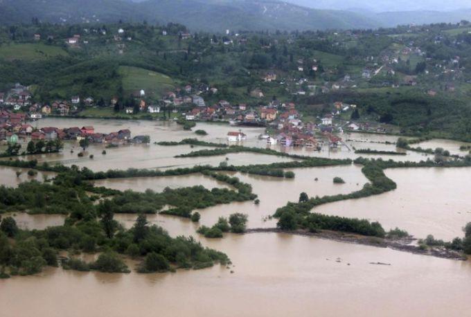 Балкани сильно штормить: затоплені будинки та повалені дерева (ВІДЕО)