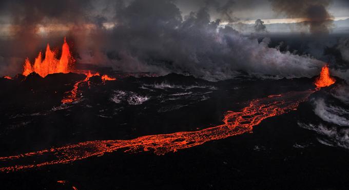 У Ісландії вирує вулкан (ВІДЕО)