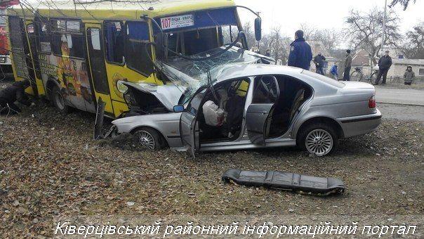 ДТП: Молодик на БМВ протаранив маршрутку: 2 трупи, 11 у лікарні