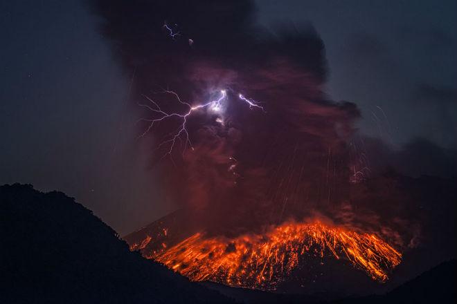 В Японії прокинувся вулкан Сакурадзіма (ФОТО, ВІДЕО)