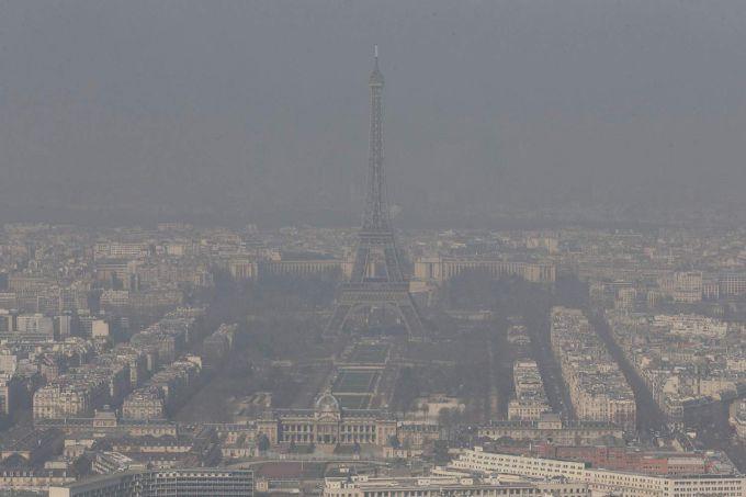 Париж страждає від неймовірно забрудненого повітря