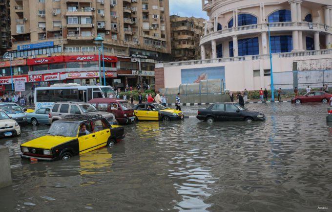 Повінь в Єгипті: 15 людей загинули, 47 отримали травми (ФОТО,ВІДЕО)