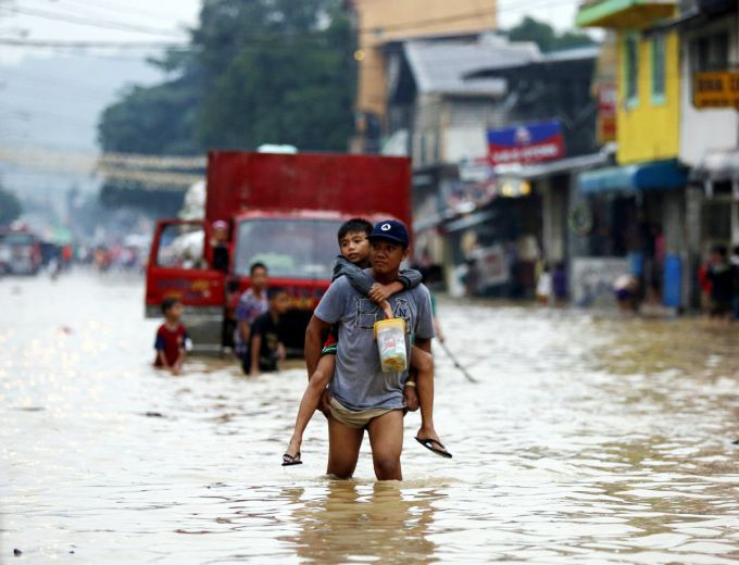 Торнадо зруйнував Філіппіни (ВІДЕО)
