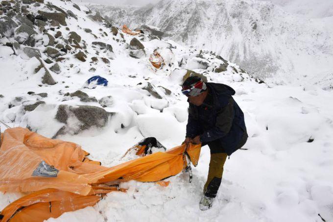 Лавина на Евересті накрила більше 80 альпіністів (ВІДЕО)