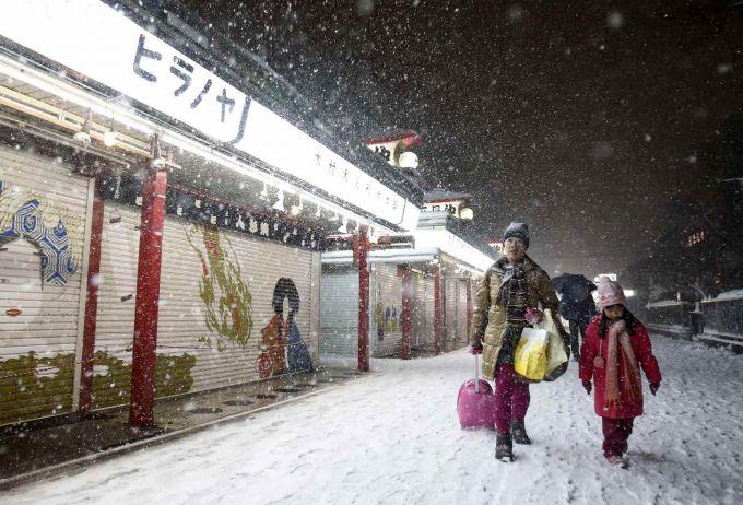 Японію завалило снігом (ВІДЕО)