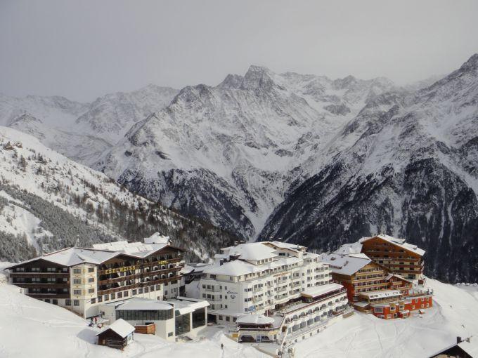 Виняткові снігопади обрушилися в Альпах
