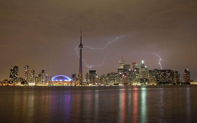 Шторм залишив без світла канадську провінцію Онтаріо (ВІДЕО)