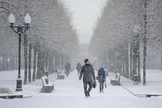На вихідні на українців чекає волога і тепла погода