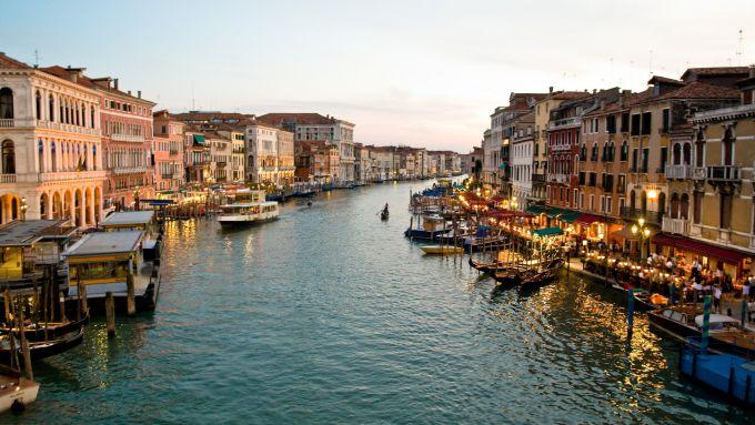 Замість зими в Італію прийшла весна (ФОТО)
