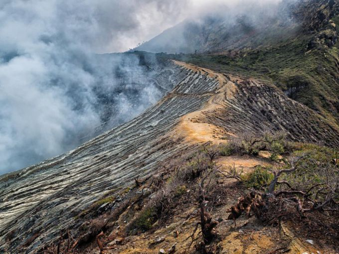 Індонезійський вулкан Раунг порушив авіасполучення (ВІДЕО)