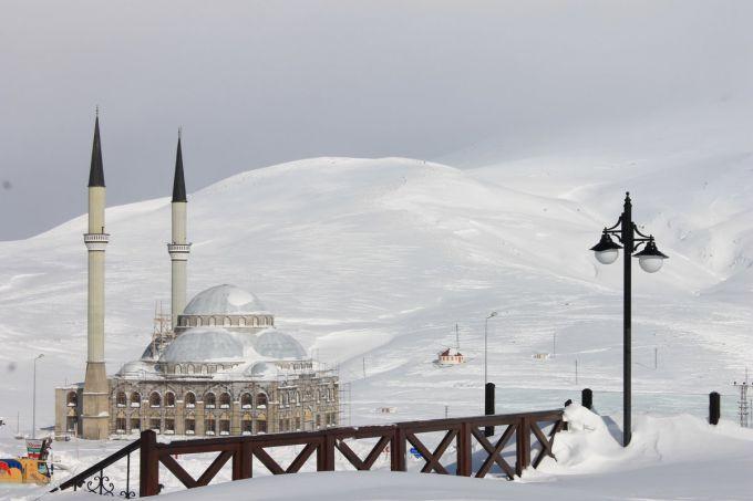 В Туреччину повернулася зима (ВІДЕО)
