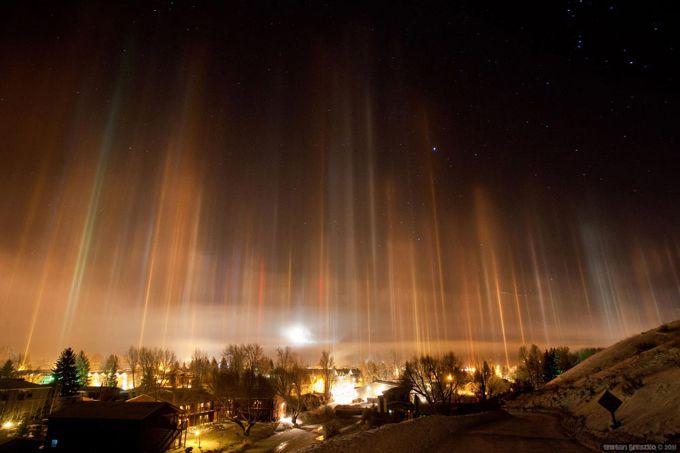 Незвичайні сонячні стовпи з'явились над Сибіром (ФОТО)