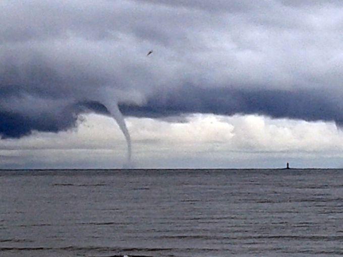 На острові Ібіца влаштували розгул потужні торнадо (ВІДЕО)