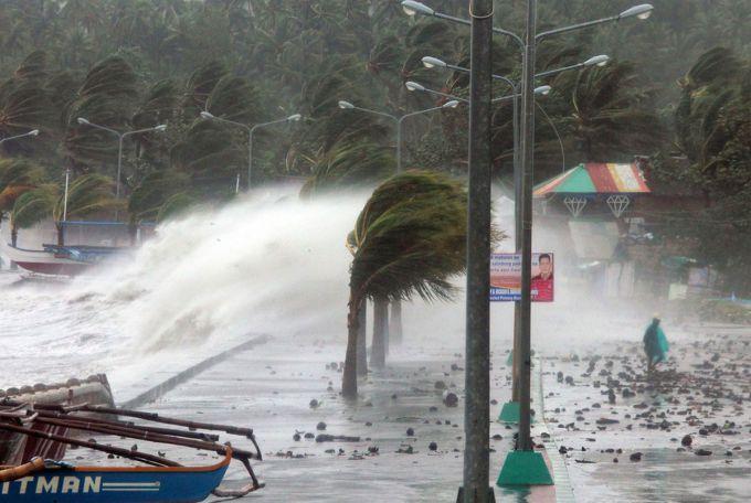 Супертайфун накрив Філіппіни (ВІДЕО)