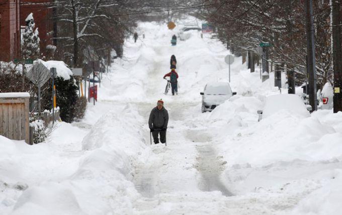 У Торонто через снігопад за добу сталося 500 ДТП (ВІДЕО)