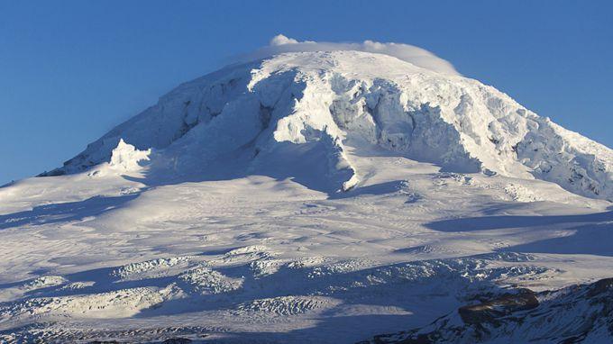 Рідкісне виверження найвіддаленішого вулкана (ВІДЕО)